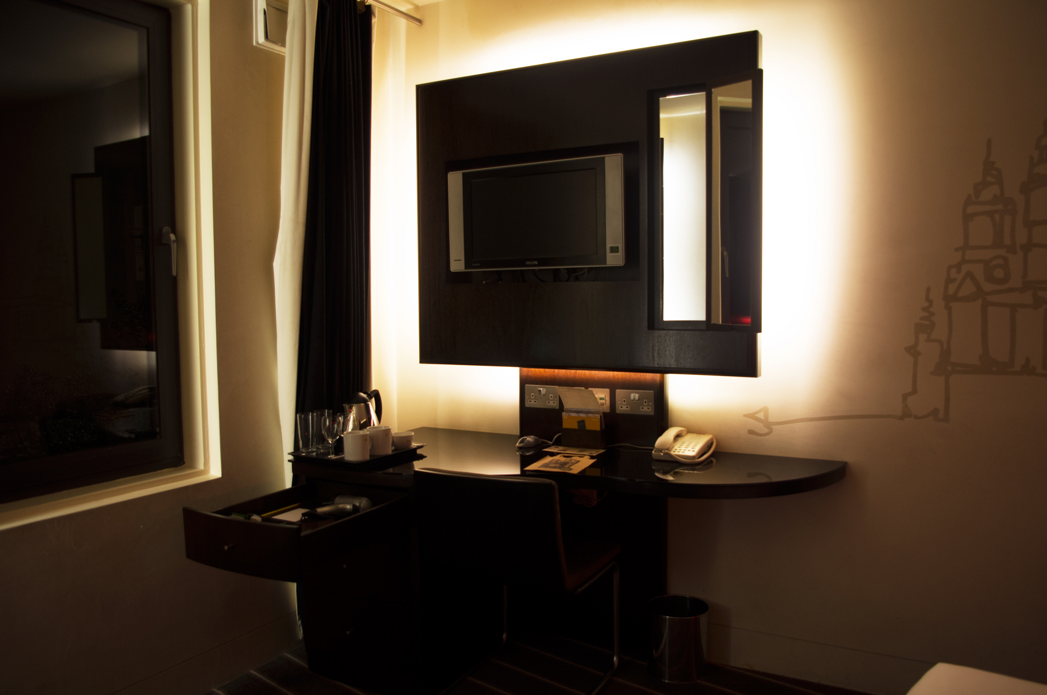 Room at the Hoxton Hotel in London. Photo by alphacityguides.