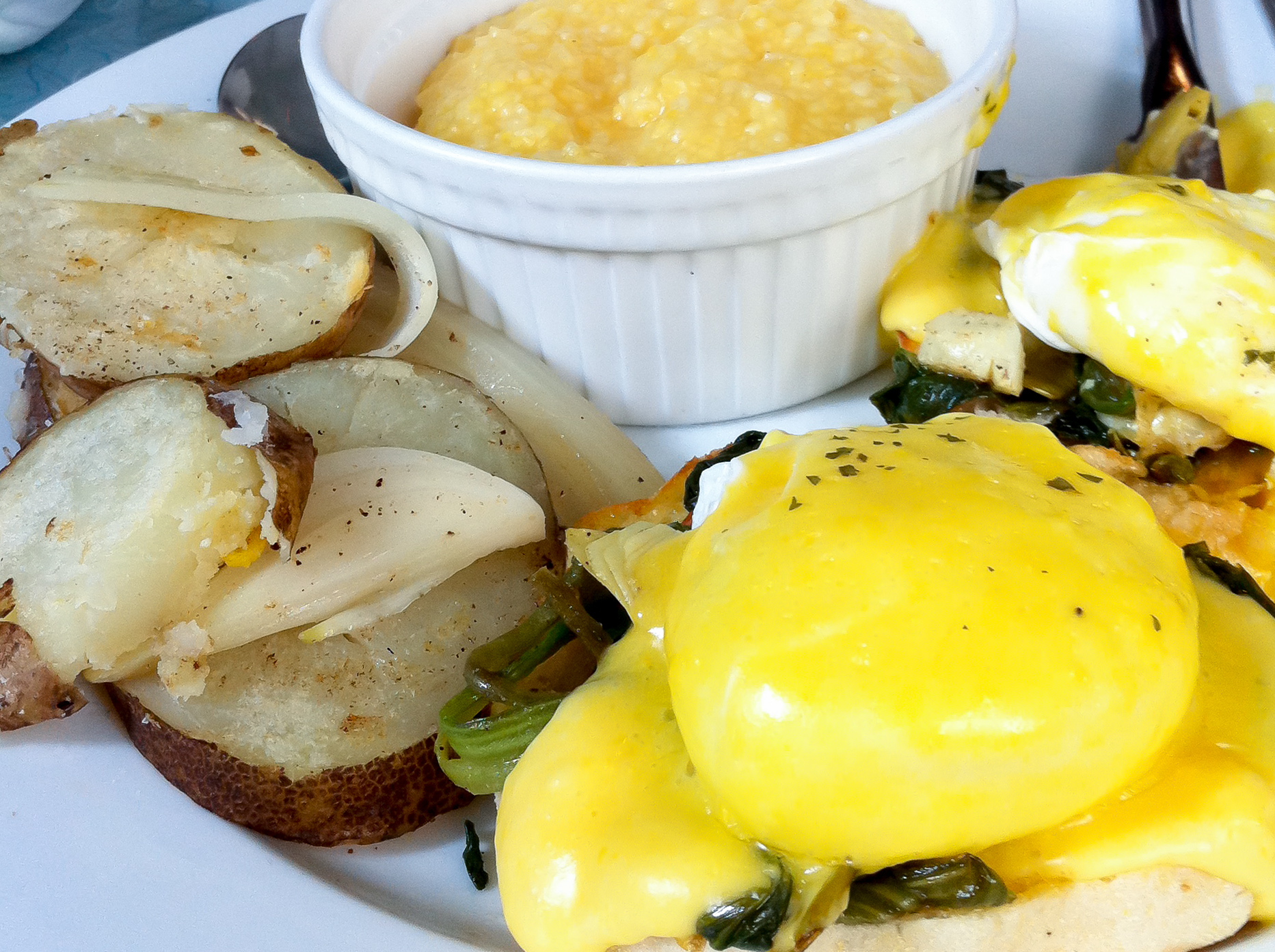 Eggs benedict and grits at The Flying Pan in Hong Kong. Photo by alphacityguides.