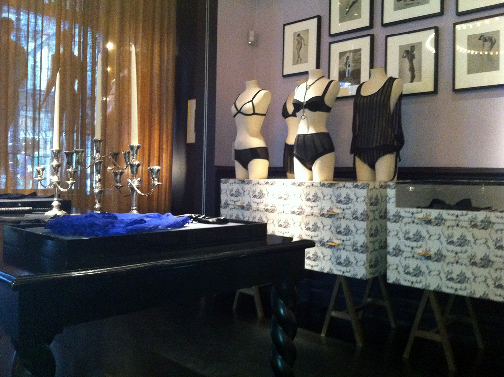 Display inside Kiki de Montparnasse in New York. Photo by alphacityguides.