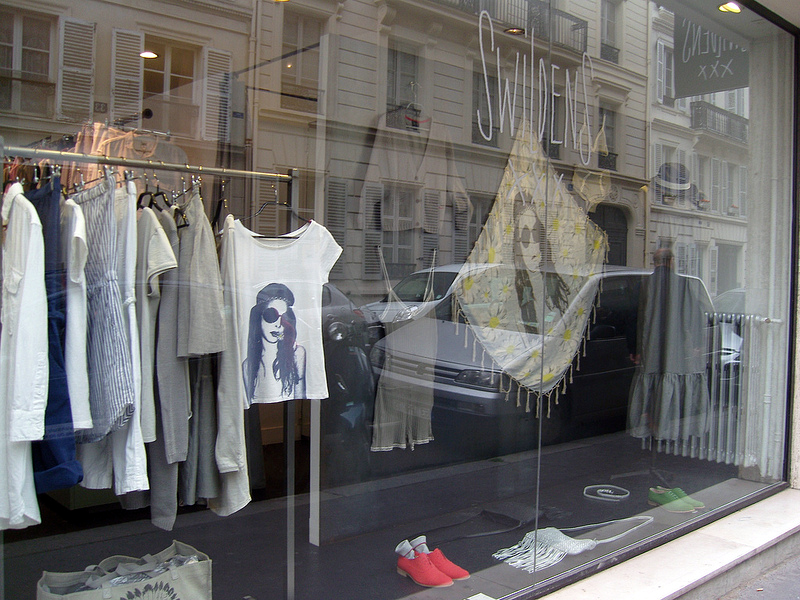 Fashion display at Swildens in Paris. Photo by alphacityguides.