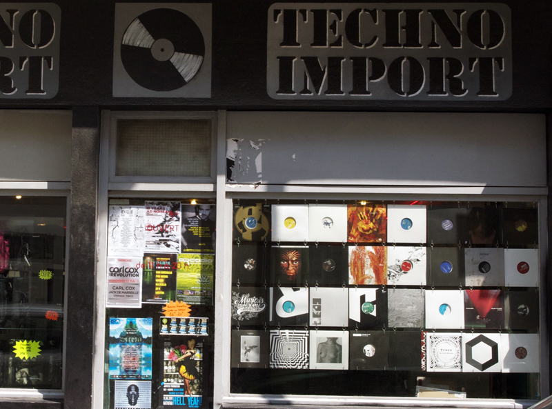 Store front at Techno Imports in Paris. Photo by alphacityguides.