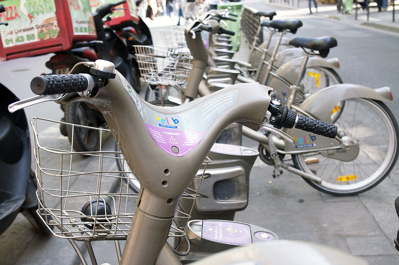 Vélib bikes in Paris. Photo by alphacityguides.