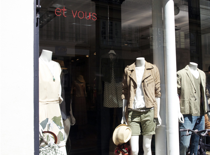 Store front displays at Et Vous in Paris. Photo by alphacityguides.