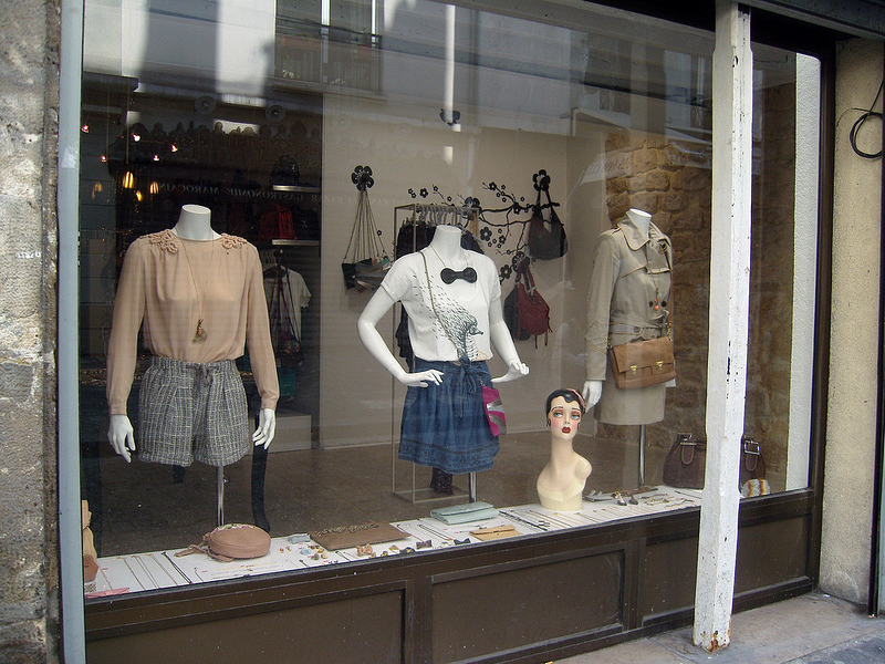 Fashion window at Le Corner in Paris. Photo by alphacityguides.