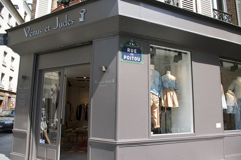 Store front at Venus et Judes in Paris. Photo by alphacityguides.