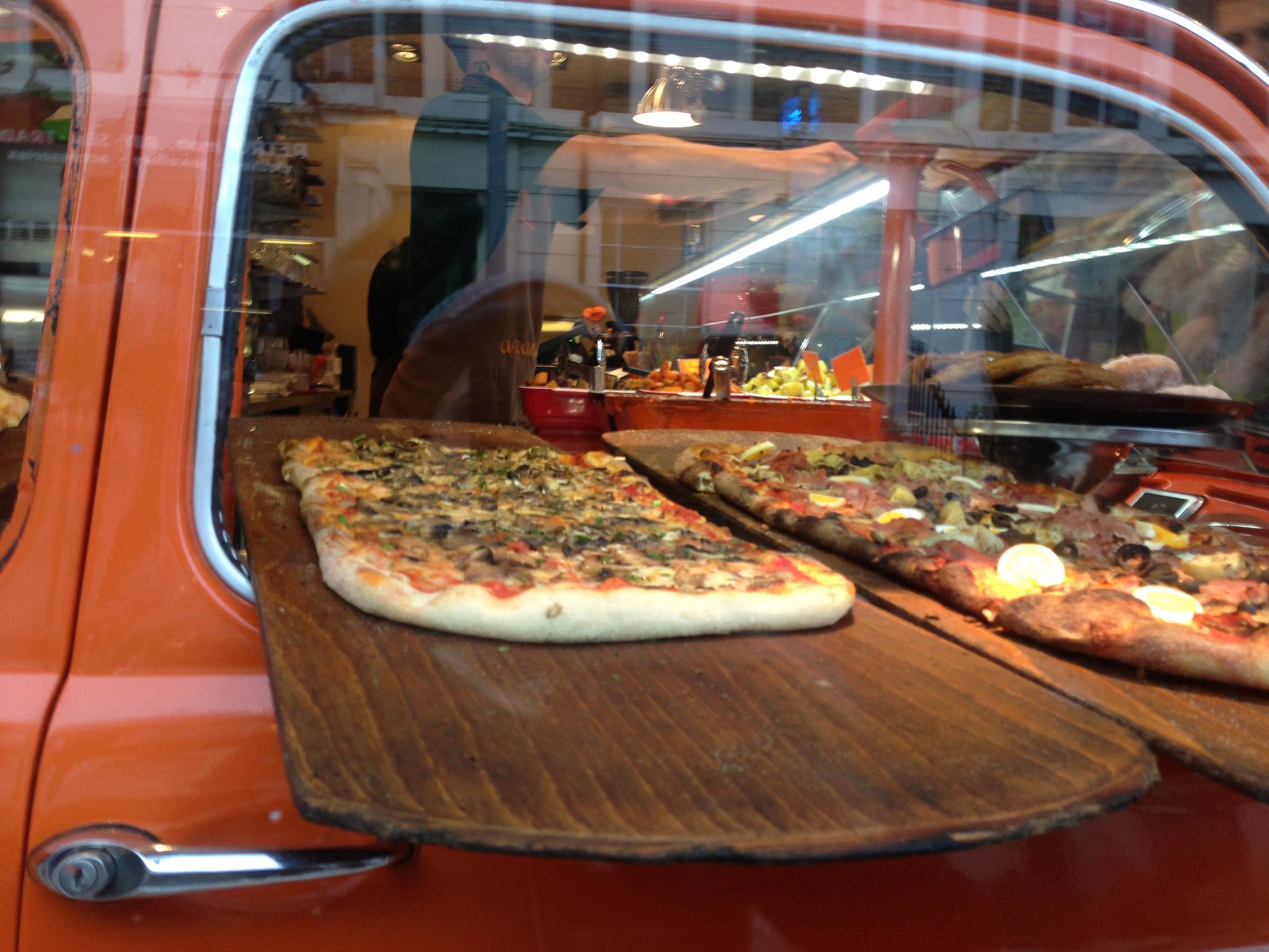 Brick oven Arancina Pizza in London. Photo by alphacityguides.