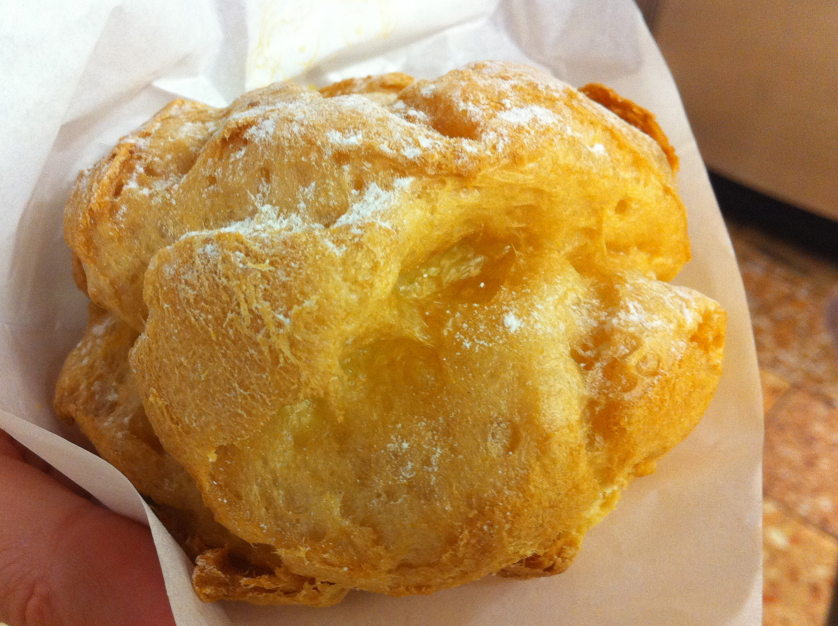 Cream Puff at Beard Papa in Hong Kong. Photo by alphacityguides.