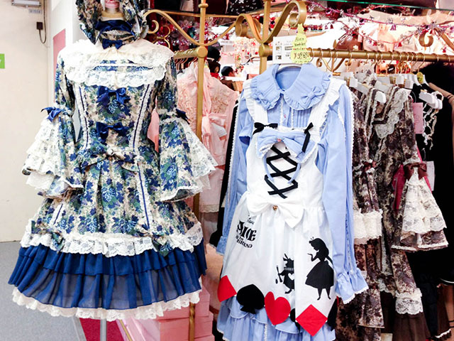Lolita costume in Tokyo. Photo by alphacityguides.