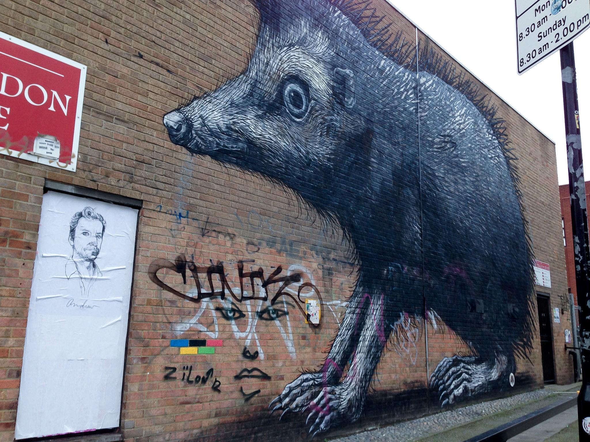 Graffiti art animals - Artist Roa S Large Realistic Animals In London Photo By Alphacityguides