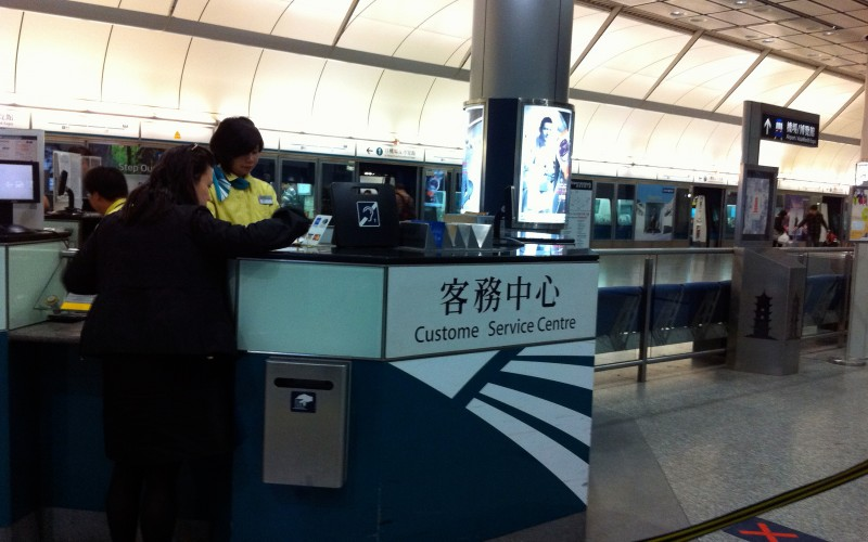 Airport Express ticket counter and platform in Hong Kong. Photo by alphacityguides.