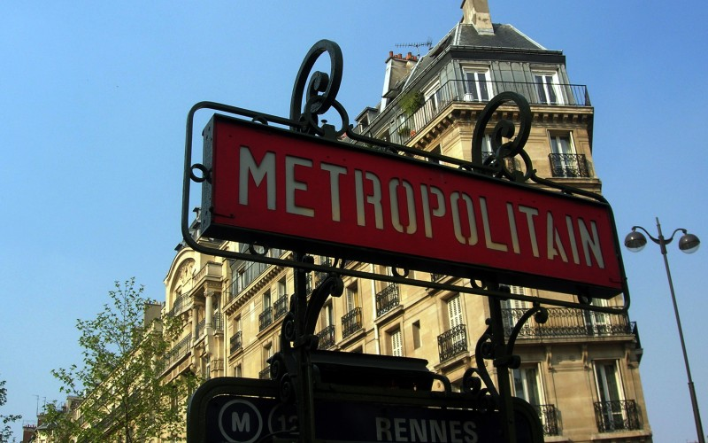 "Paris Metro sign. Photo by <a href=""http://www.flickr.com/photos/malias/"">malias</a>"
