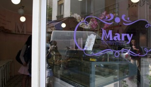 Store front at Mary Gelato in Paris. Photo by alphacityguides.