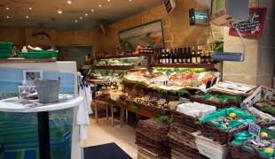 Fresh seafood at L'Ecume Saint-Honoré in Paris. Photo by alphacityguides.