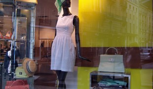 Fashion display at Tara Jarmon in Paris. Photo by alphacityguides.