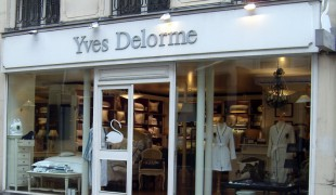 Store front and window at Yves Delorme in Paris. Photo by alphacityguides.