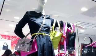 Handbag display at Kate Spade. Photo by alphacityguides.