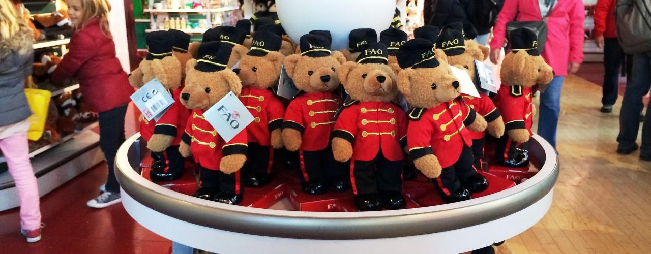 FAO Schwarz teddy bears in New York. Photo by alphacityguides.