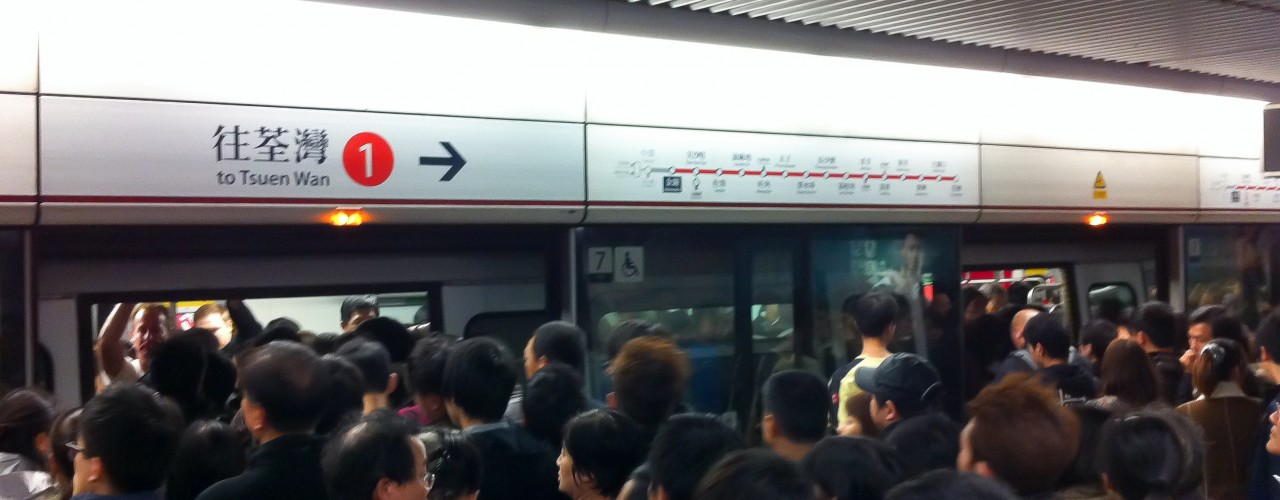 Crowded Hong Kong subway platform. Photo by alphacityguides.