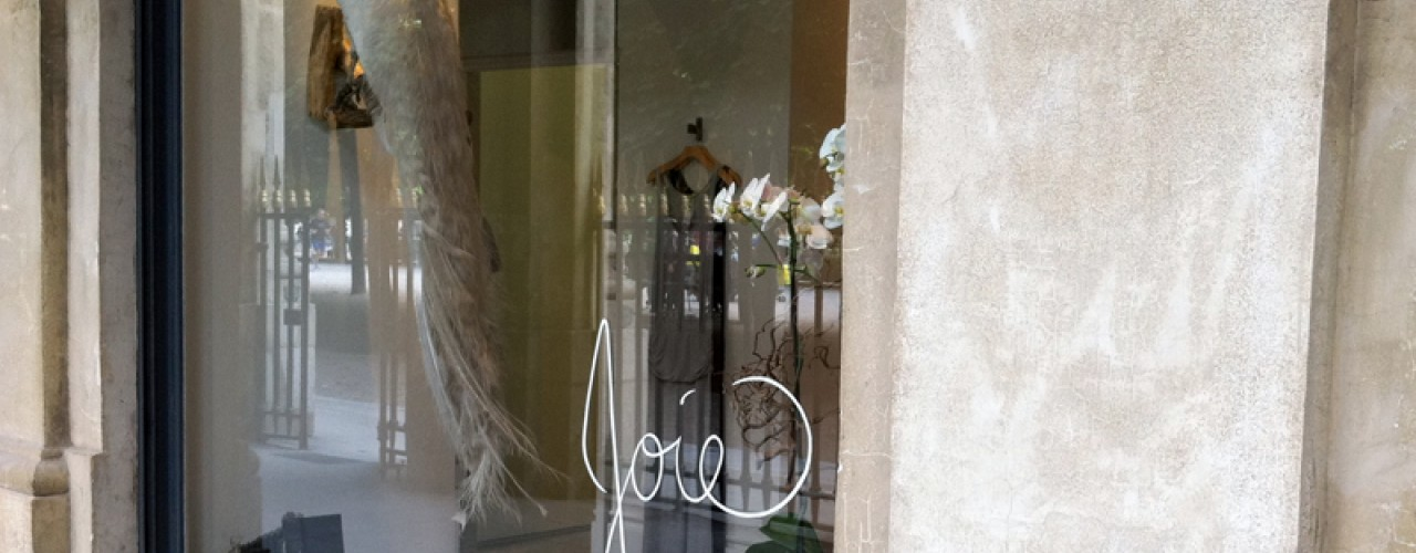Window at Joie in Paris. Photo by alphacityguides.