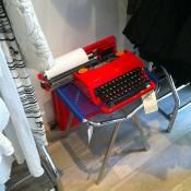 Display at Célia Darling Vintage in Paris. Photo by alphacityguides.
